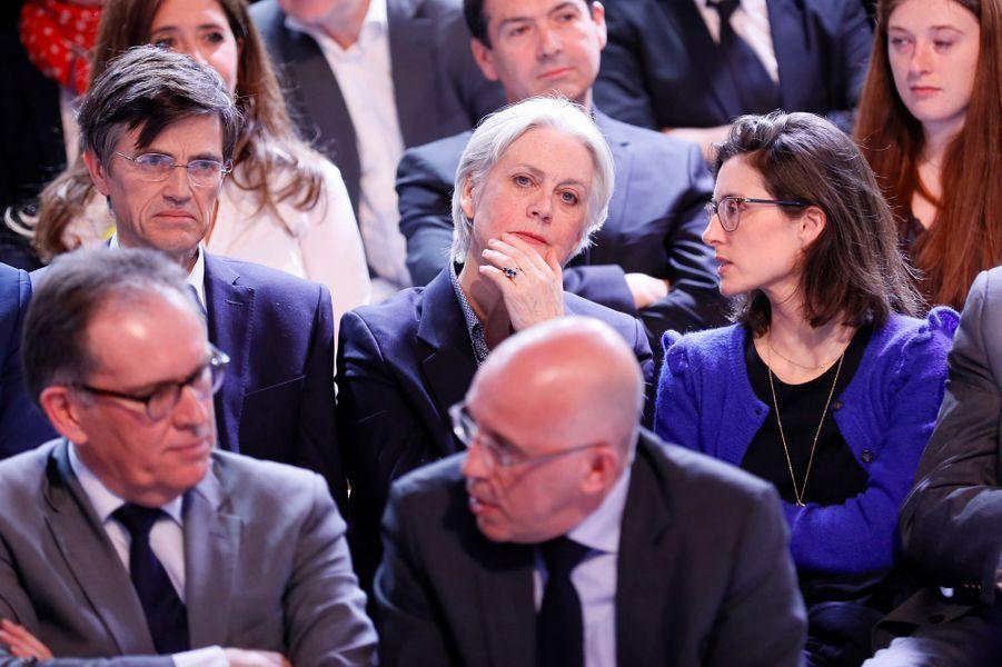 Penelope et Marie Fillon dans le public de «L'Emission politique» de France 2, à laquelle participe François Fillon.