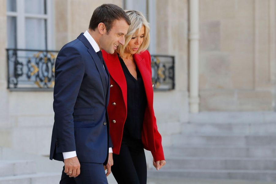 Brigitte et Emmanuel Macron ont rencontré un groupe de jeunes autistes pour leur faire visiter le palais de l'Elysée.