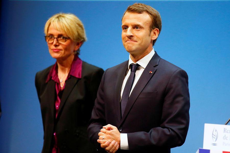 """Claude Chirac a notamment remercié Emmanuel Macron et son épouse Brigitte pour """"la bienveillance et la gentillesse"""" dont ils font preuve avec ses parents."""