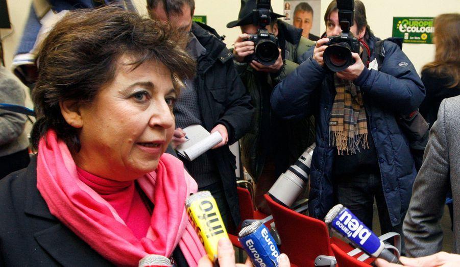 """La candidate écologiste s'est déclarée le 4 octobre. Présidente de Cap21, Corinne Lepage a juré """"être déterminée à aller jusqu'au bout"""". Il n'est pas certain, néanmoins, qu'elle parvienne à rassembler les 500 signatures nécessaires."""