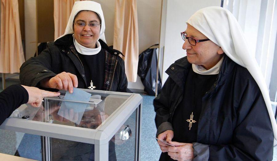 Des nonnes votent à Rosheim.