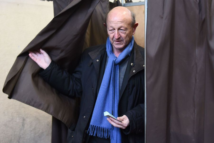 Jean-Luc Bennahmias vote à Marseille.