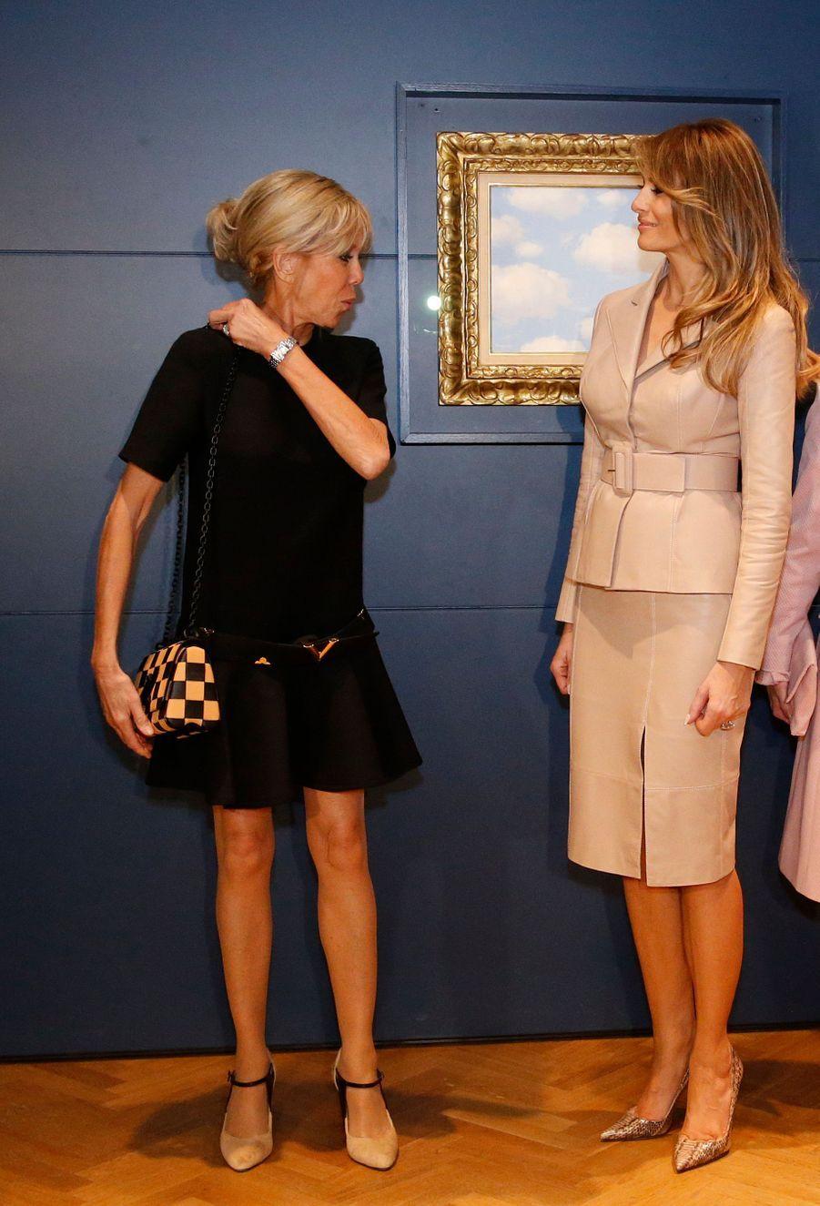 Rencontre entre Brigitte Macron et Melania Trump aumusée Magritte, à Bruxelles jeudi après-midi.