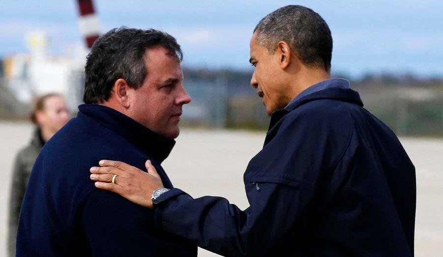 Barack Obama a été accueilli à son arrivée par Chris Christie, le gouverneur républicain du New Jersey.