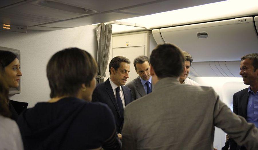 Mercredi, Nicolas Sarkozy s'est envolé pour la Réunion. Il doit y présenter son projet pour l'Outre-Mer. Dans l'avion qui le conduit sur place, le président-candidat a discuté avec les journalistes.