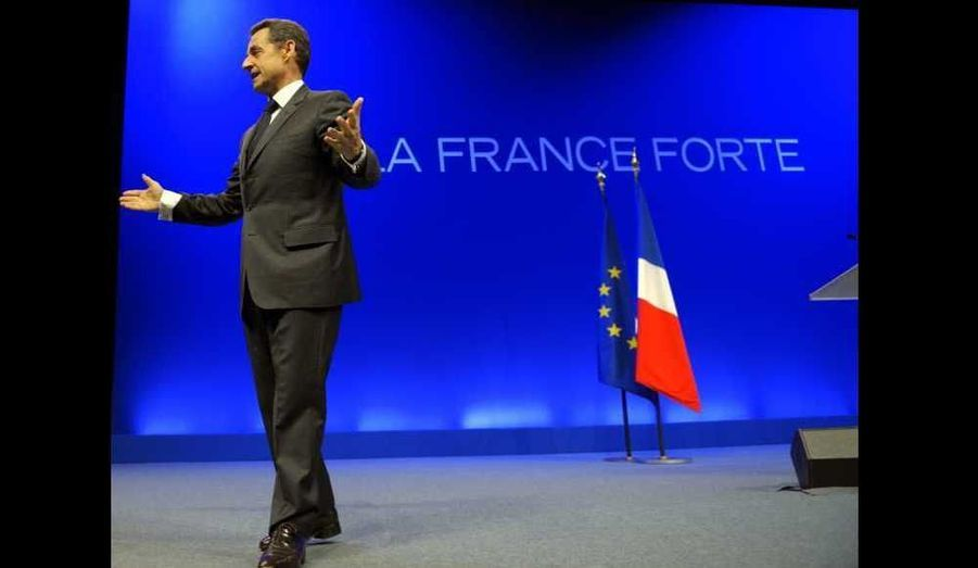 Le candidat UMP a ensuite tenu sa dernière réunion publique à 18h au Palais Nikaia à Nice.