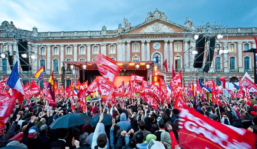 La Ville rose n'avait pas souvent vu tant de rouge: jeudi soir, Jean-Luc Mélenchon a organisé à Toulouse une «réplique» de son grand rassemblement à la Bastille du 18 mars. Son prochain objectif, Marseille, le 14 avril.