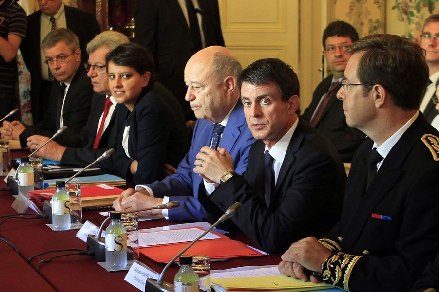 Manuel Valls entouré de Bernard Schmeltz, Jean-Michel Baylet et Najat Vallaud-Belkacem