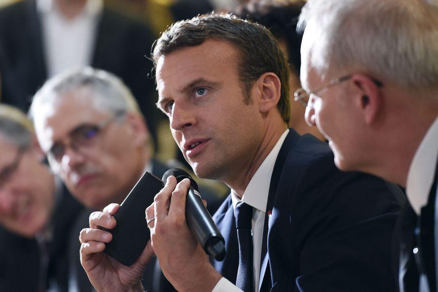 Emmanuel Macron était au Cnes pour assister à l'atterrissage de Thomas Pesquet.