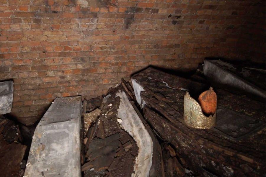 Une vingtaine de cercueils, dont la tombe de l'archevêqueRichard Bancroft, ont été découverts.