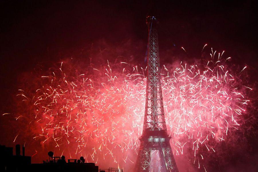 Les plus belles photos du feu d'artifice à Paris, le 14 juillet 2017.