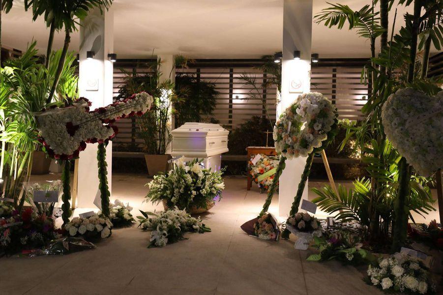 Le cercueil de Johnny Hallyday aufunérarium deSaint-Barthélemy.