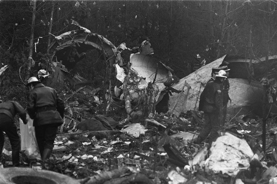 3 mars 1974: un DC-10 des Turkish Airliness'écrase à Ermenonville (Oise), peu après son décollage de Paris: 346 morts