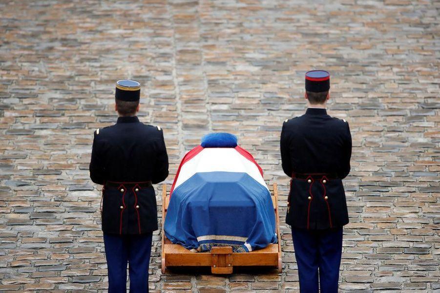 L'hommage à Arnaud Beltrame, aux Invalides.