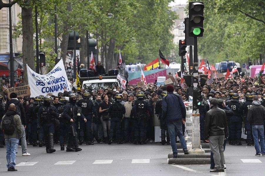 """Une manifestation a eu lieu à Paris lundi à l'appel du """"Front social"""""""