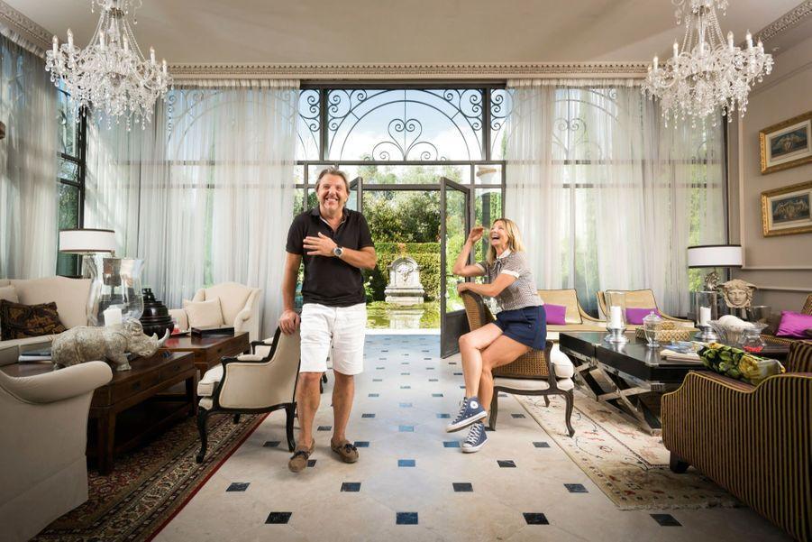 Patrick et Monica dans le salon de l'orangerie.