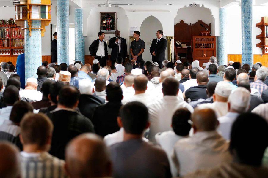 Le curé de la paroisse Auguste Moanda a pris la parole dans la mosquée