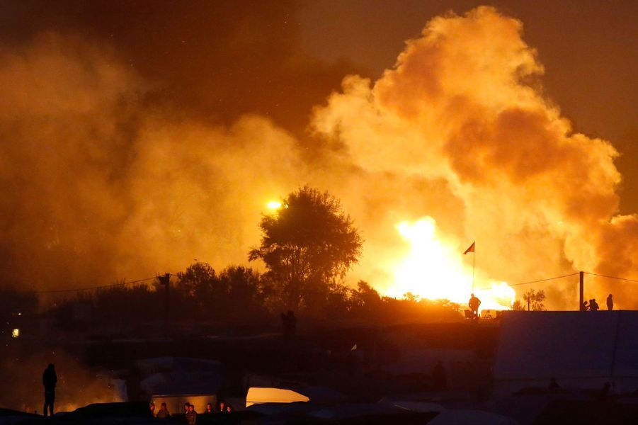 Dans la nuit de Calais, des incendies et un blessé léger