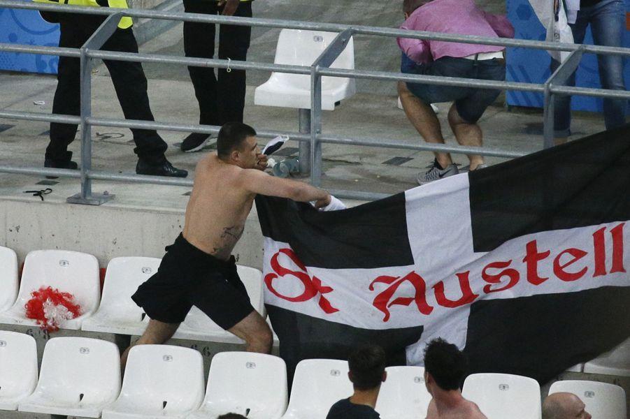 Violences dans le stade Vélodrome après le match Angleterre-Russie, à Marseille, le 11 juin 2016.