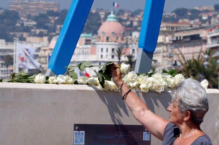 Un an jour pour jour aprèsl'attentat au camion bélier qui a fait 86 morts sur la Promenade des Anglais, Nice se recueille.