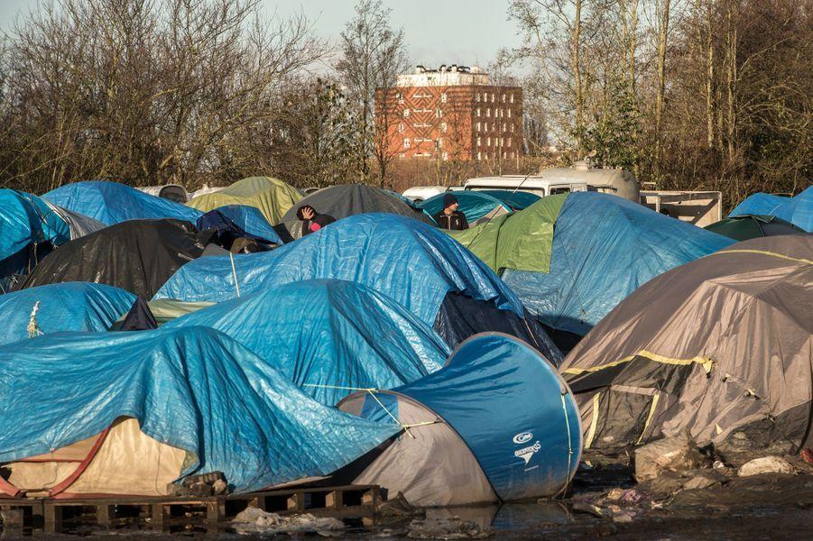 Grande-Synthe: un nouveau camp de migrants aux normes internationales dans un mois