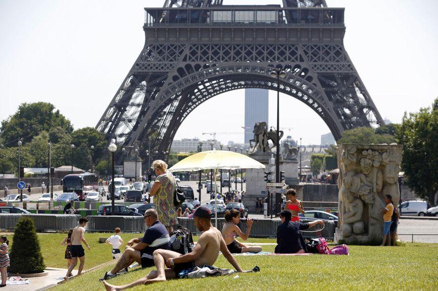 Températures caniculaires en France, ici à Paris