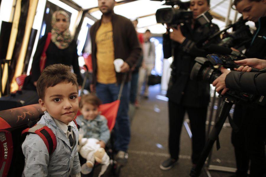 Des réfugiés sont arrivés ce mercredi en région parisienne, comme ici à Champagne-sur-Seine