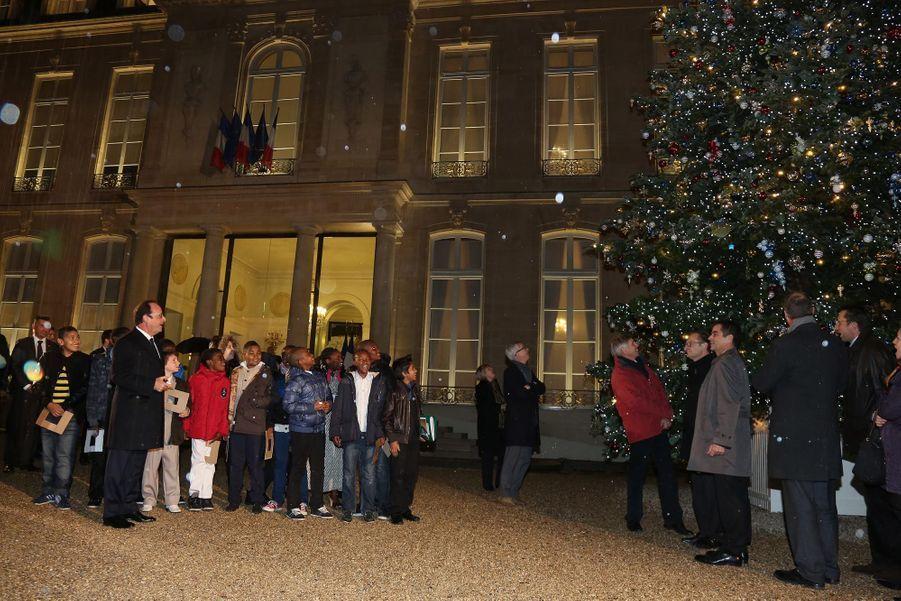 François Hollande inaugure le sapin de l'Elysée