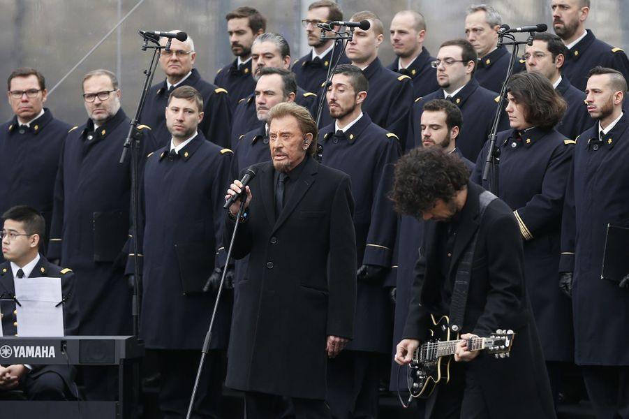 François Hollande et Manuel Valls place de la République à Paris, pour l'hommage populaire aux victimes des attentats