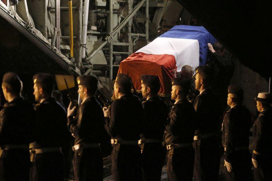 Les corps des neuf soldats français tués dans le crash d'un F16 en Espagne ont été rapatriés à Nancy