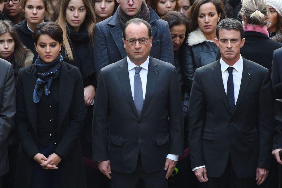 François Hollande entouré de Najat Vallaud-Belkacem et Manuel Valls