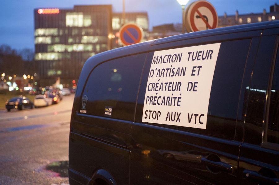 Troisième jour de mobilisation pour les taxis, en colère contre les VTC, ici à Paris