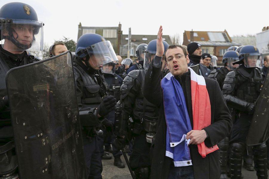 Violences, insultes et arrestations