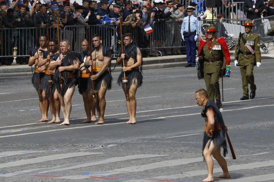 Des maoris en tenue traditionnelle ont défilé pour le 14 juillet à Paris.