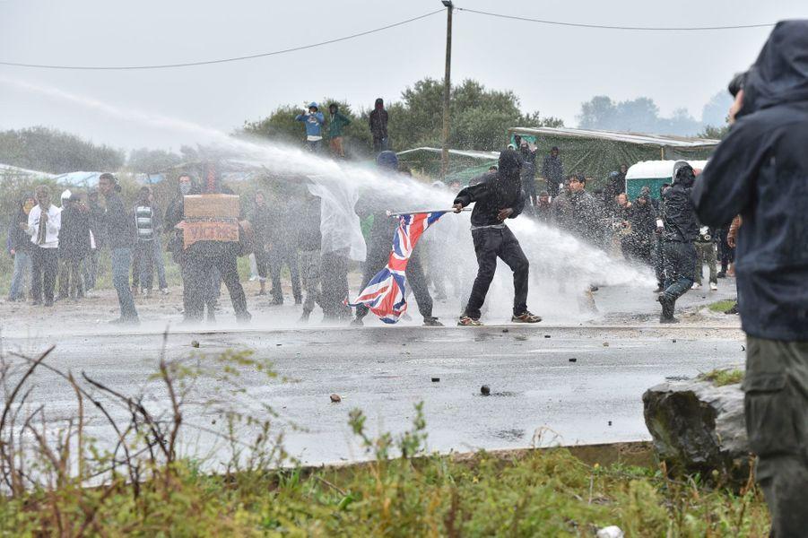 """Une manifestation a dégénéré samedi, devant la """"Jungle"""" de Calais"""