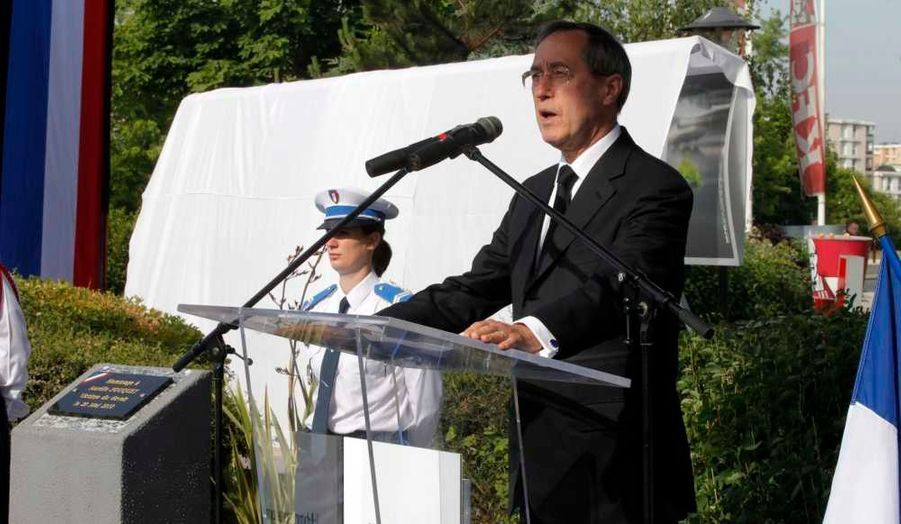 """""""Nous voulons que justice soit rendue. Il n'y aura pas d'impunité pour les assassins d'Aurélie"""", a promis Claude Guéant."""