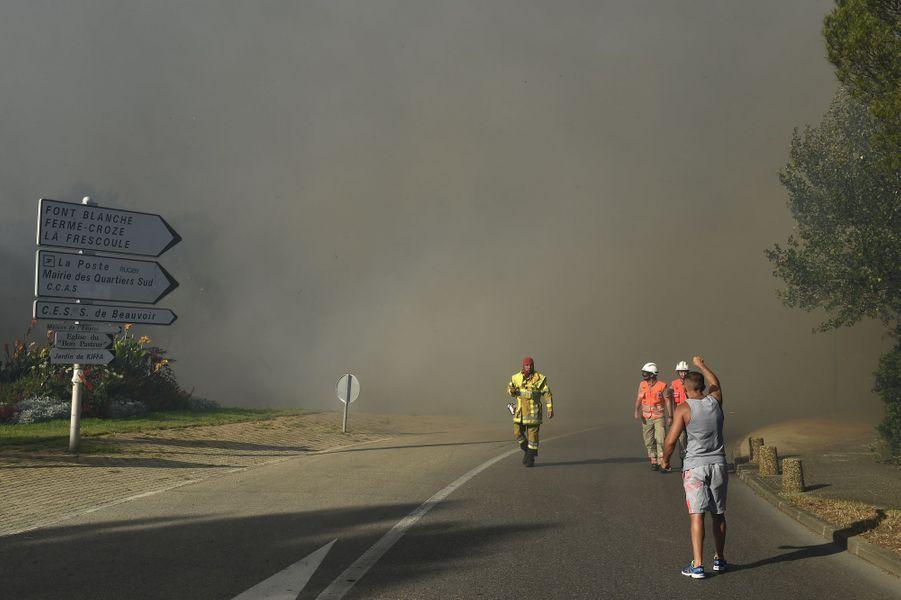 Les habitants de plusieurs quartiers de Vitrolles ont été évacués mercredi en fin d'après-midi en raison d'un incendie.