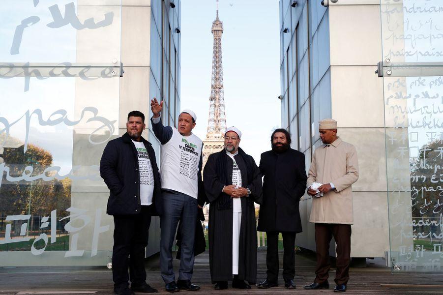 Hassan Chalghoumi (deuxième à gauche) et Marek Halter, (deuxième à droite) au Mur pour la Paix, le 13 novembre 2017.