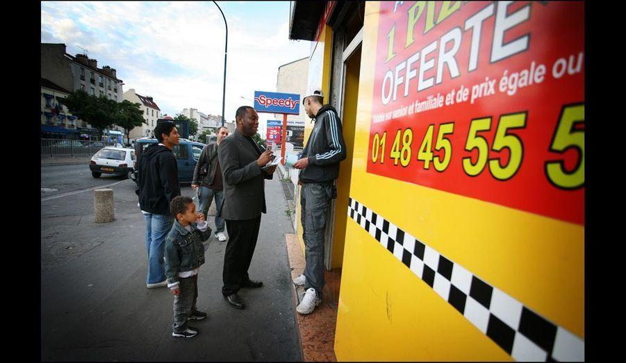 Dans le quartier, les évangéliques, «gavés» de morale, font le tour des commerçants pour prêcher la bonne parole.