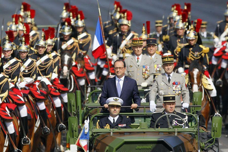 Francois Hollande sur les Champs Elysées