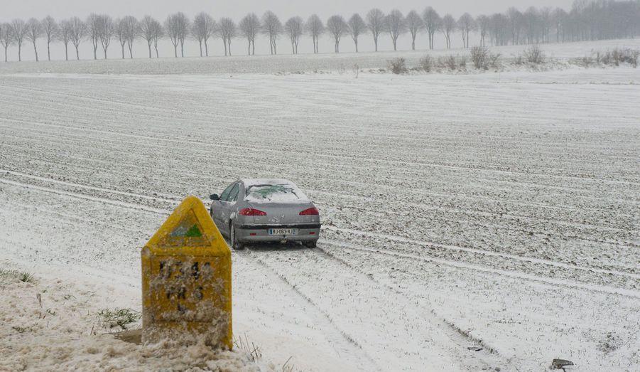 Près d'Arras, dans le Pas-de-Calais, un conducteur n'a pas pu stopper sa voiture.