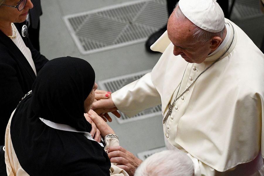 58 familles meurtries par l'attentat de Nice ont été reçues par le pape samedi au Vatican