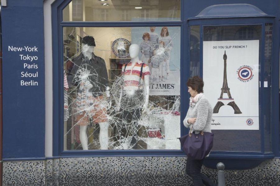 """Le préfet invite """"à éviter le centre-ville"""" de Rennes"""