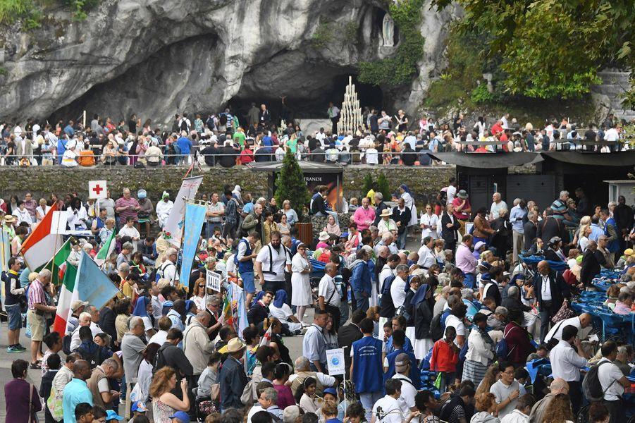 25 000 pèlerins ont participé mardi au traditionnel pèlerinage de l'Assomption à Lourdes, encadré par un dispositif de sécurité