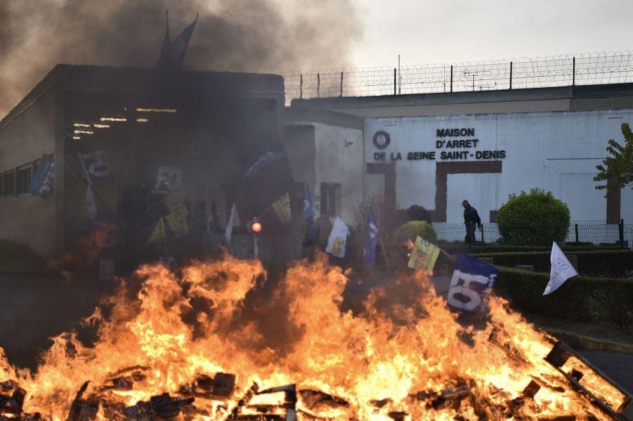 Une soixantaine de surveillants pénitentiaires a bloqué l'accès à la maison d'arrêt de Villepinte jeudi matin