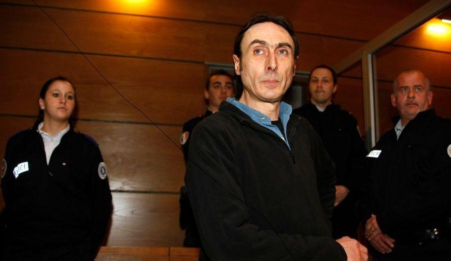 """Xavier Fortin, onze ans après avoir enlevé ses deux fils aujourd'hui âgés de 17 et 18 ans, a été condamné hier soir à deux ans de prison dont 22 mois avec sursis, soit deux mois de prison ferme, par le tribunal correctionnel de Draguignan (Var). Cette peine couvrant la durée de sa détention provisoire, Xavier Fortin a pu sortir de prison environ une heure seulement après le jugement. """"La justice a ouvert les yeux et l'a condamné comme il le fallait, sans excès, et c'est l'essentiel"""", ont déclaré ses enfants à l'annonce de la décision. Ces derniers multipliaient les interviews ces derniers jours pour clamer l'innocence de leur père. """"On a choisi de vivre avec lui en toute connaissance de cause. Et nous n'avons vraiment rien à lui reprocher. Bien au contraire. On a eu la vie qu'on voulait et que nous avons choisie avec lui"""", avaient notamment déclaré Okwari et Shahi Yena dans Le Parisien."""