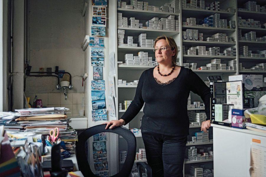 VALÉRIE LAMI 39 ans, pharmacienne ELLE A FAILLI METTRE LA CLÉ SOUS LA PORTE APRÈS LE DÉPART DU MÉDECIN Six ans d'études pour 2