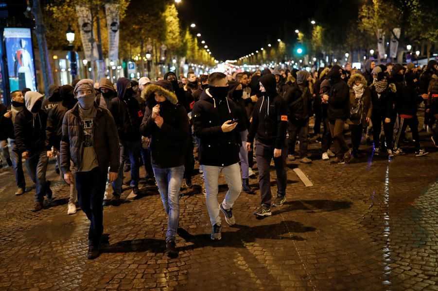 Manifestation de policiers à Paris, le 20 octobre 2016.