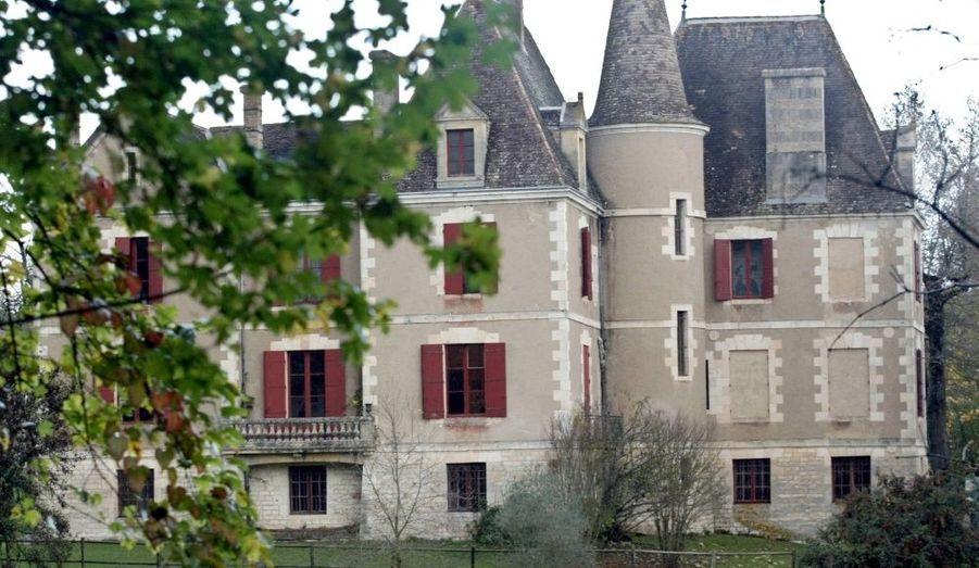Un homme d'une quarantaine d'années a récemment été arrêté en France. Il aurait endoctriné et ruiné onze membres d'une famille aristocratique du Lot-et-Garonne.