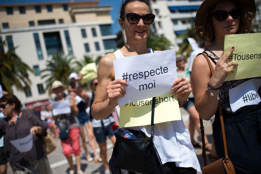 Une centaine de personnes ont défilé en short à Toulon samedi